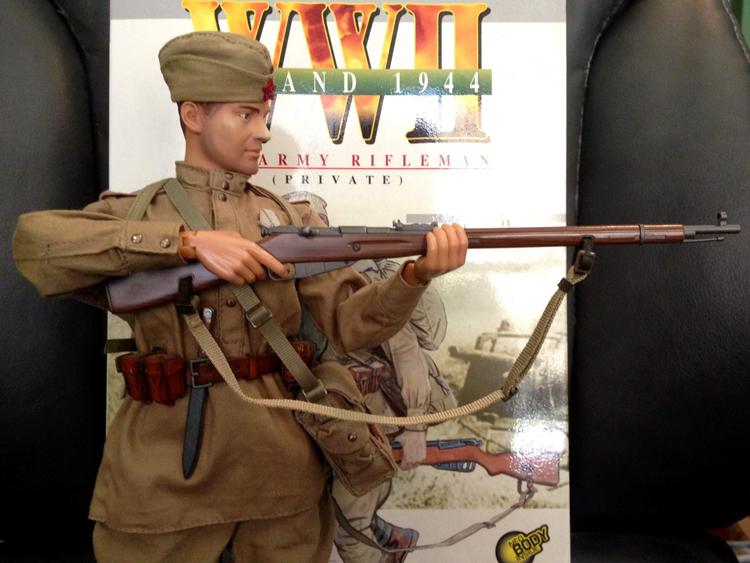 sasha aiming rifle